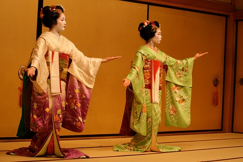 Formal-Geisha-Kimono.jpg